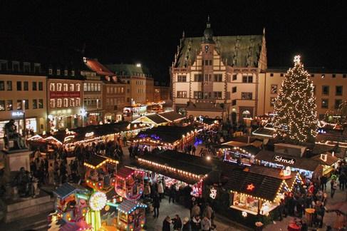 schweinfurter weihnachtsmarkt mit lichterglanz und leckereien stadt schweinfurt zeitgeschehen. Black Bedroom Furniture Sets. Home Design Ideas