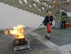 Gesundheitstag 2014 Umgang mit dem Feuerlöscher