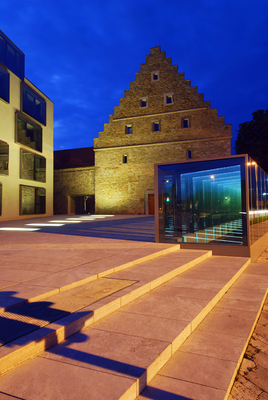 Ebracher Hof Glaslaterne bei Nacht