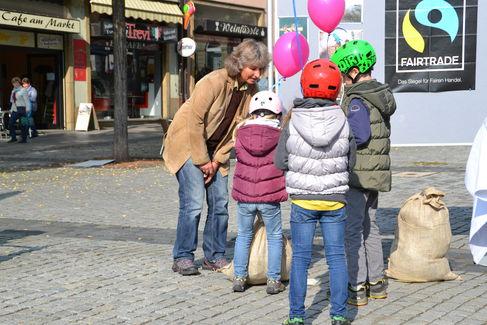 Aktionsstand zur Fairen Woche auf dem Marktplatz1