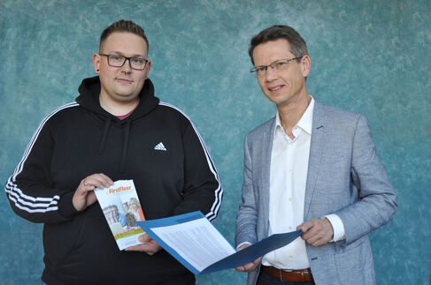Mietvertragsübergabe an Sandro Mühlbauer