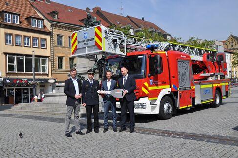 Übergabe der neuen Drehleiter an die Feuerwehr Schweinfurt1