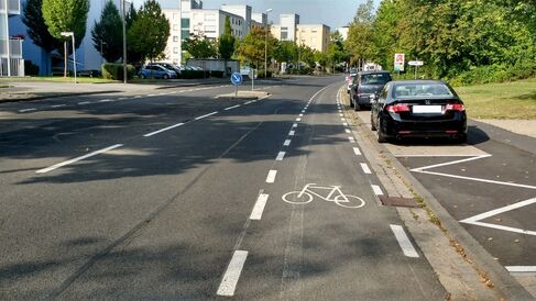 Neumarkierung der Radverkehrsführung in der Kurt-Schuhmacher-Straße
