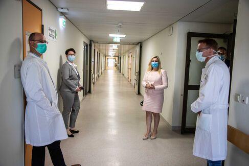 Leopoldina-Krankenhaus Ministerin Huml - Foto (c) Stefan Pfister (13)