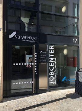 Eingang Jobcenter_Roland Bathon