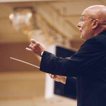 Dennis Russell Davies 1 c Fotoarchiv Filharmonie Brno Kopie