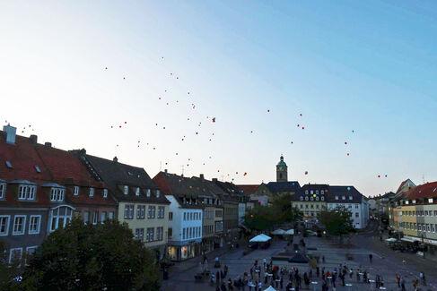 Made in Schweinfurt Ausstellung 2020 Eröffnung - Ballonaktion - Foto Johanna Körner (2)