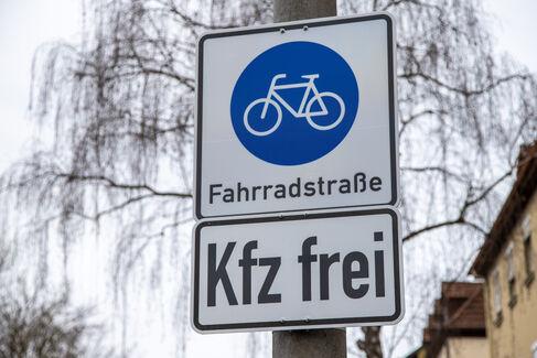Fahrradstraße Gustav-Heusinger-St. - Foto (c) Stefan Pfister (10)